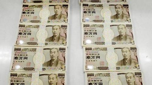 Nhiều gia đình Nhật đến bãi rác tìm tiền của cha mẹ - Ảnh 1.