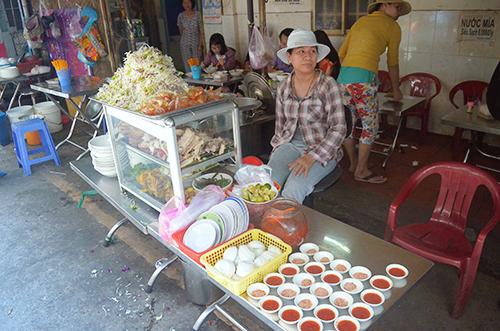 Quán bún đặc sản Campuchia 45 năm ở Sài Gòn - Ảnh 2.