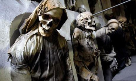 Bí mật những xác ướp trong hầm mộ Capuchin ở Italy - Ảnh 1.