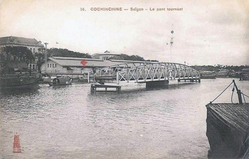 Cây cầu tình yêu 125 năm tuổi gây thương nhớ nhất ở Sài Gòn - Ảnh 2.