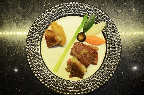 Loại thịt bò đắt hơn cả bò Kobe có mặt tại Sài Gòn - Ảnh 2.