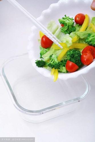 Xử lý thức ăn thừa thế nào để không hại thân, mất chất - Ảnh 2.