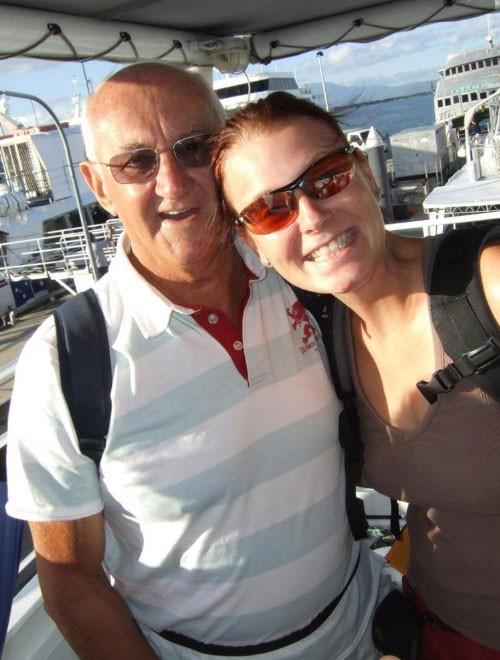 Lấy chồng 77 tuổi, người phụ nữ vô sinh bất ngờ được làm mẹ - Ảnh 1.