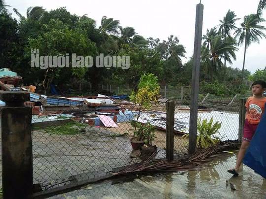 Quảng Nam: Lốc xoáy cực mạnh kéo sập nhà, nhiều người nguy kịch - Ảnh 2.