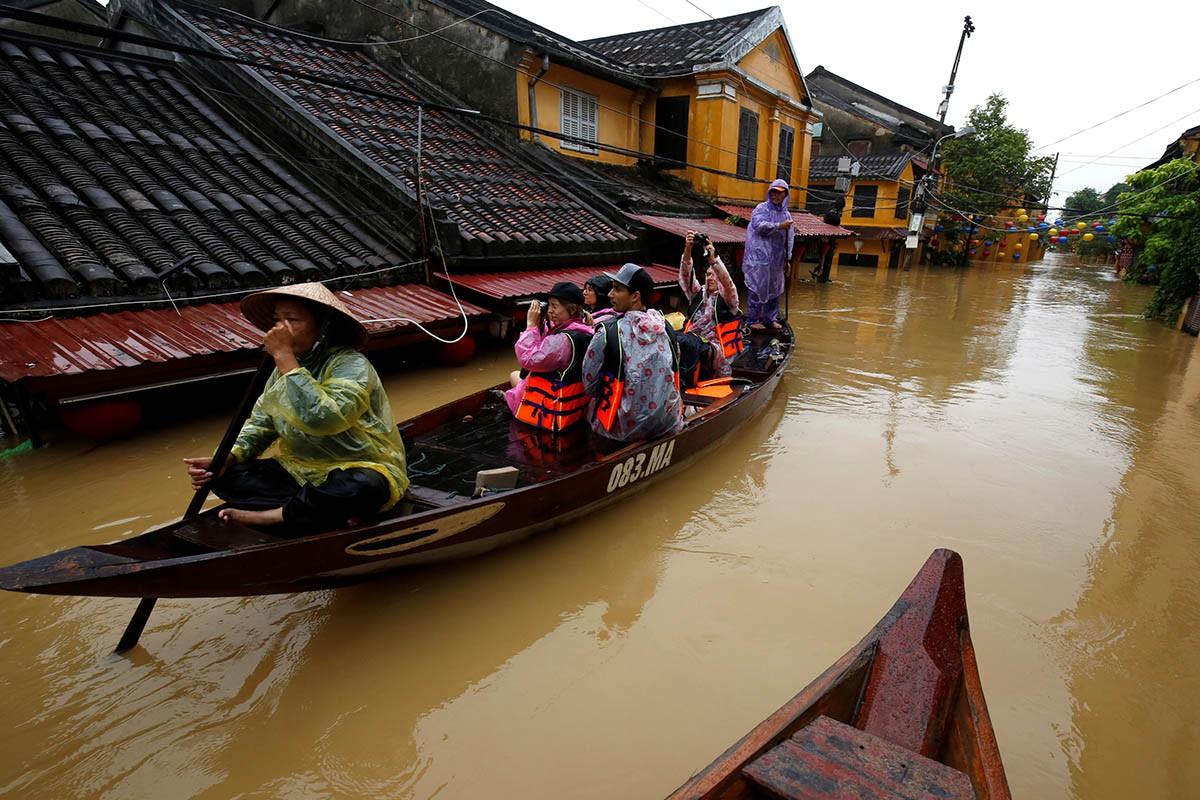 Chiều nay, thủy điện Hòa Bình, Sơn La mở thêm cửa xả đáy, cảnh báo lũ lụt vùng hạ du 2