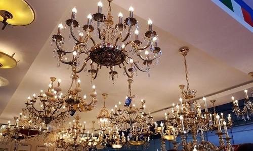 Ngắm đèn chùm giá nửa tỷ đồng thả dáng đẹp hút hồn - Ảnh 1.