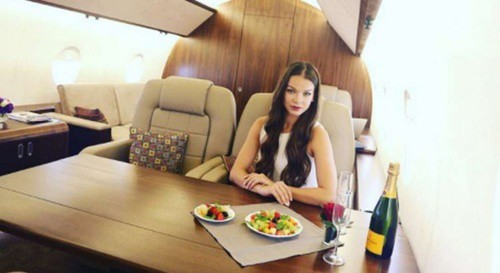Sự thật đằng sau lối sống sang chảnh với du thuyền, máy bay riêng trên Instagram - Ảnh 1.