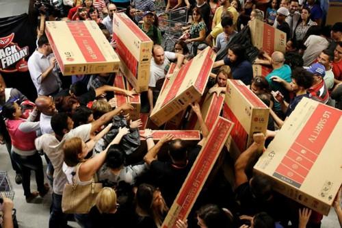 Chiêu trò bán TV trong dịp Black Friday của người Mỹ - Ảnh 1.