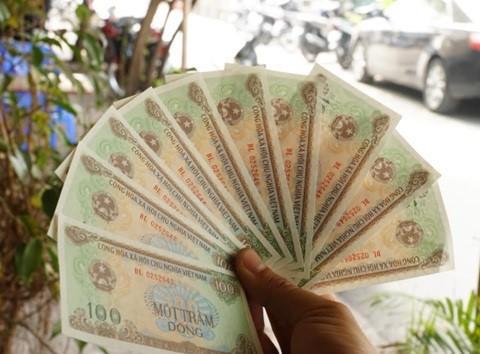 Muốn có tiền giấy 100 đồng phải chịu phí cao gấp hàng trăm lần - Ảnh 1.
