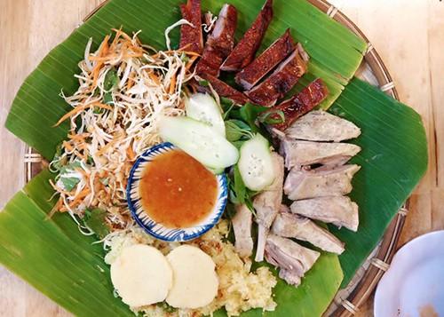 Bánh xèo mực và vịt Cầu Dứa cho ngày mưa gió ở Nha Trang - Ảnh 2.