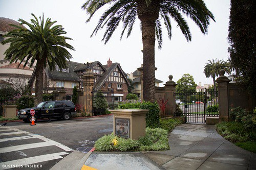 Cận cảnh khu phố nhà giàu tại Mỹ từng bị bán với giá 90.000 USD - Ảnh 1.