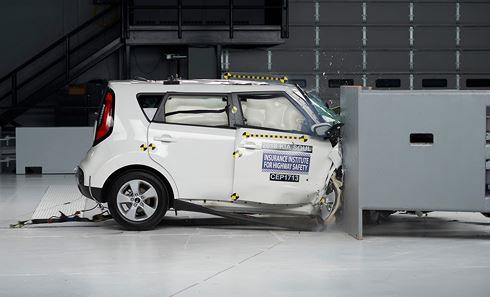 15 mẫu xe được đánh giá an toàn cao nhất tại Mỹ - Ảnh 2.