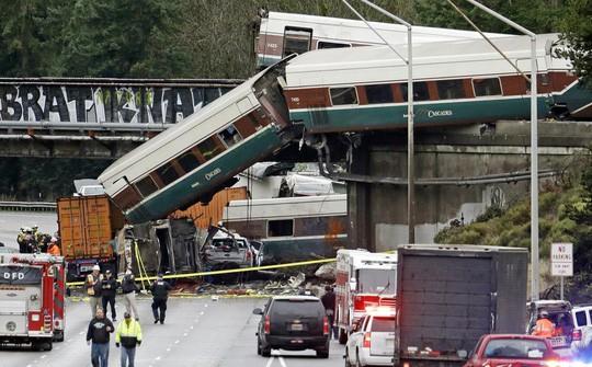 Đi tham quan, 12 du khách thiệt mạng - Ảnh 2.