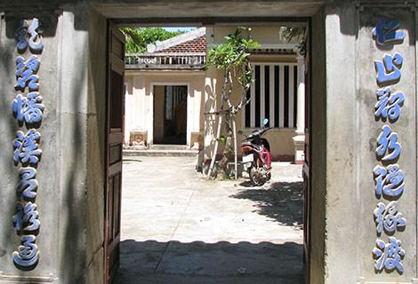 Phiến đá oán hờn ở chùa Thập Tháp - Ảnh 2.