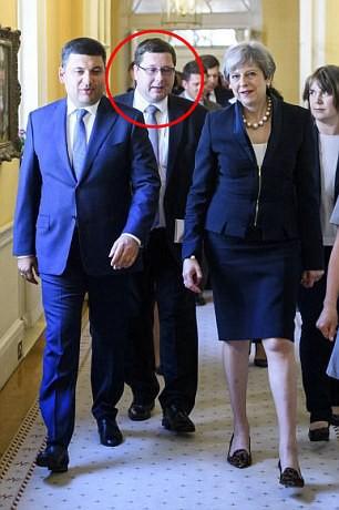 Ukraine tá hỏa vì phiên dịch viên chính phủ là gián điệp Nga - Ảnh 1.