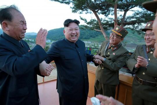 Mỹ trừng phạt 2 ngôi sao tên lửa của Triều Tiên - Ảnh 3.