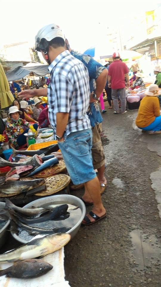 Cá bóp được rất nhiều du khách mua về làm lẩu để thay đổi hương vị ngày Tết