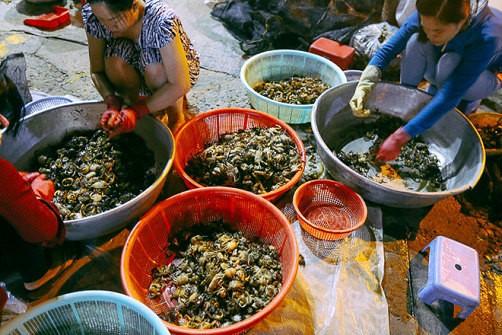 """Chợ """"độc"""" ở Sài Gòn, gần nửa thế kỷ chỉ bán một mặt hàng lúc nửa đêm - Ảnh 13."""