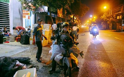 """Chợ """"độc"""" ở Sài Gòn, gần nửa thế kỷ chỉ bán một mặt hàng lúc nửa đêm - Ảnh 15."""