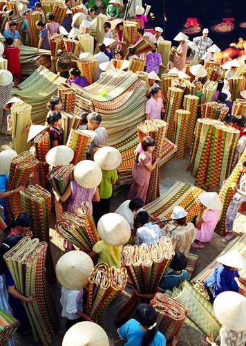 Những khu chợ chỉ bán một mặt hàng ở Việt Nam - Ảnh 17.