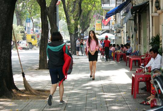 Nhiều điểm nóng lấn chiếm vỉa hè, lòng lề đường như Nguyễn Thái Học, Nguyễn Thái Bình... cũng thông thoáng hơn, người đi bộ thoải mái qua lại trên vỉa hè.