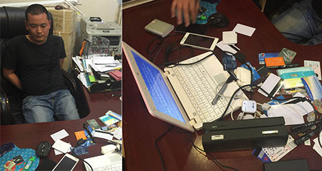 Các thiết bị trộm cắp thẻ ngân hàng bị thu giữ trong một vụ án.