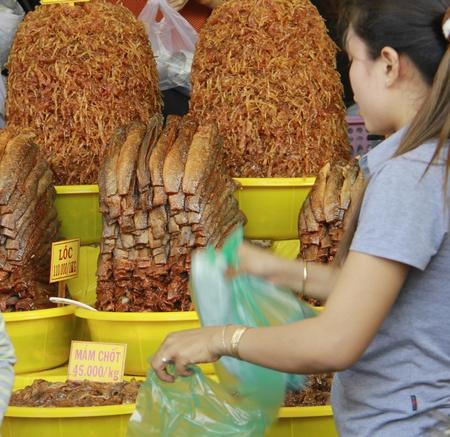 Hoa mắt với đủ thứ loại mắm được bày bán khắp các chợ ở Châu Đốc.
