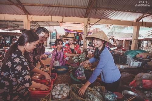 Phiên chợ quê có 1 không 2 ở Quảng Bình - Ảnh 1.