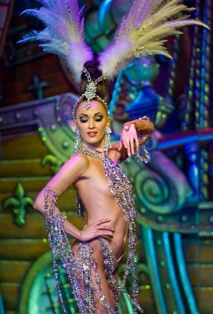 Đằng sau show diễn ngực trần khuynh đảo màn đêm Paris - Ảnh 3.