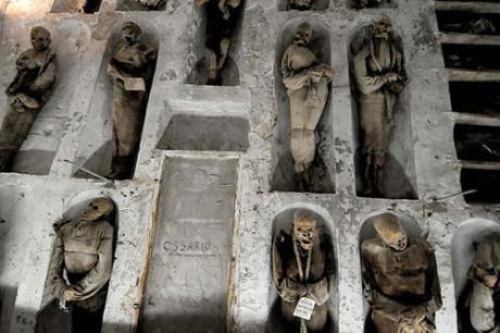 Bí mật những xác ướp trong hầm mộ Capuchin ở Italy - Ảnh 3.