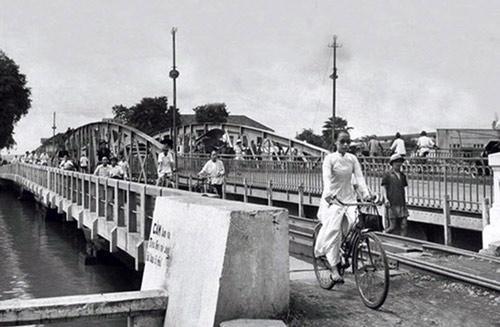 Cây cầu tình yêu 125 năm tuổi gây thương nhớ nhất ở Sài Gòn - Ảnh 3.