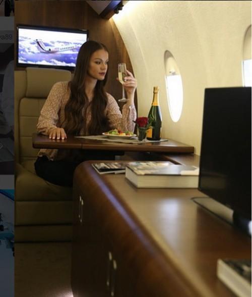 Sự thật đằng sau lối sống sang chảnh với du thuyền, máy bay riêng trên Instagram - Ảnh 3.