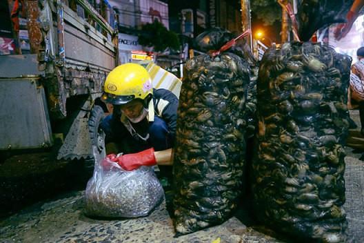 """Chợ """"độc"""" ở Sài Gòn, gần nửa thế kỷ chỉ bán một mặt hàng lúc nửa đêm - Ảnh 3."""