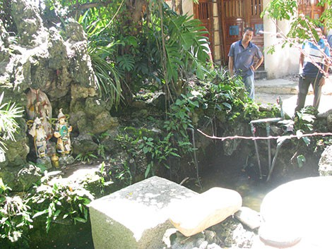 Phiến đá oán hờn ở chùa Thập Tháp - Ảnh 3.