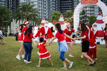 Đại tiệc Giáng sinh Đỉnh - Chất - Tuyệt tại công viên ven sông lớn nhất TP HCM - Ảnh 5.