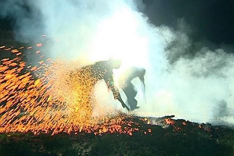 Những người nhảy lửa đều cho rằng mình được thần linh ban cho sức mạnh phi thường.