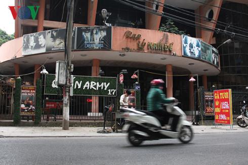 Rạp Lý Nam Đế (Lý Nam Đế, Hoàn Kiếm) đã sửa chữa và mở thêm dịch vụ vào năm 2003, tuy nhiên đến nay đã đóng cửa