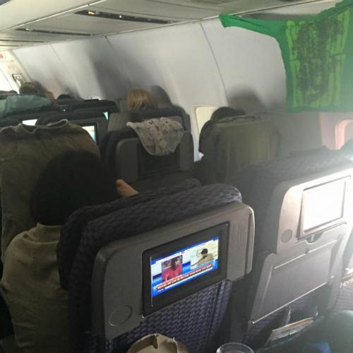 Những điều kỳ quặc bạn có thể nhìn thấy trên máy bay - Ảnh 4.
