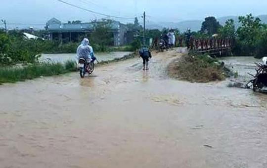 Lâm Đồng: 2 người chết, nhiều nơi bị cô lập do bão - Ảnh 4.