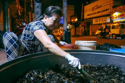 """Chợ """"độc"""" ở Sài Gòn, gần nửa thế kỷ chỉ bán một mặt hàng lúc nửa đêm - Ảnh 4."""