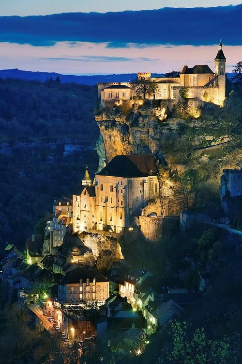 8 ngôi làng cheo leo bên vách đá ngoạn mục đáng để trốn đời - Ảnh 5.