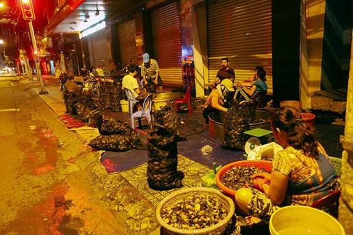 """Chợ """"độc"""" ở Sài Gòn, gần nửa thế kỷ chỉ bán một mặt hàng lúc nửa đêm - Ảnh 5."""