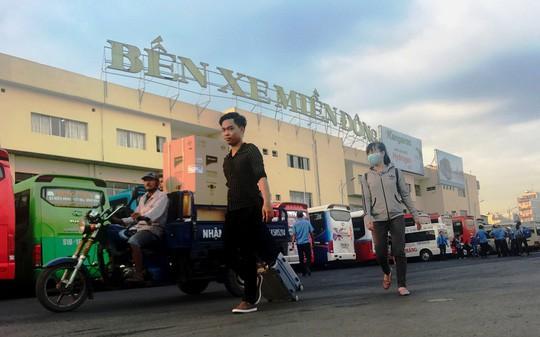 Người dân ùn ùn rời Sài Gòn, về quê nghỉ Tết Dương lịch - Ảnh 5.