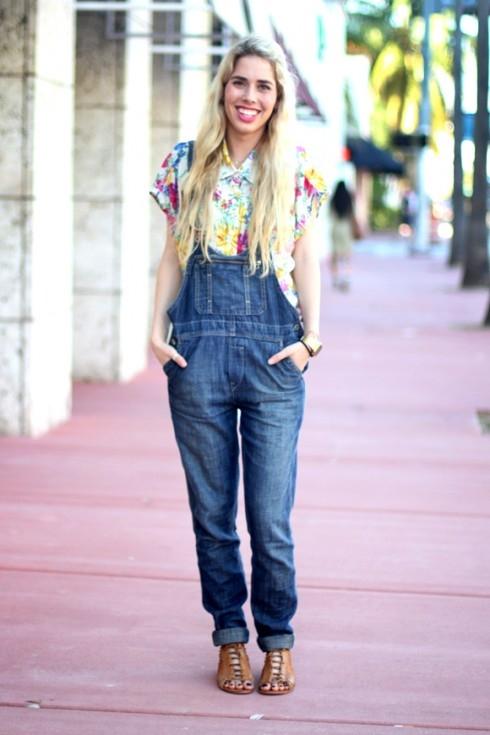 Quần yếm jeans giúp bạn trẻ trung