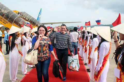 Du khách Nga ồ ạt đến Nha Trang - Ảnh 1.