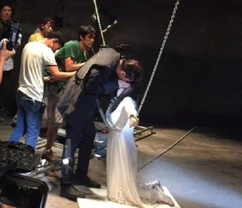 Hậu trường hài hước của những cảnh nóng trong phim Trung Quốc - Ảnh 6.