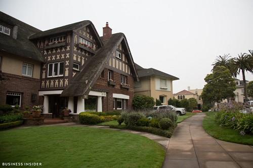 Cận cảnh khu phố nhà giàu tại Mỹ từng bị bán với giá 90.000 USD - Ảnh 6.