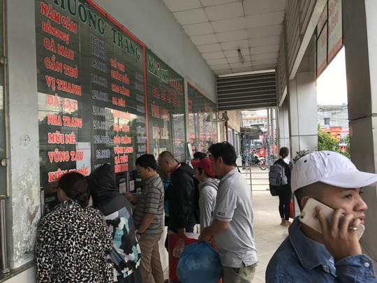 Người dân ùn ùn rời Sài Gòn, về quê nghỉ Tết Dương lịch - Ảnh 6.