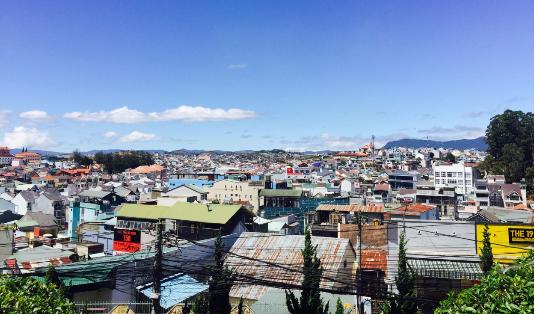 Thành phố Đà Lạt nhìn từ dốc Tin Lành