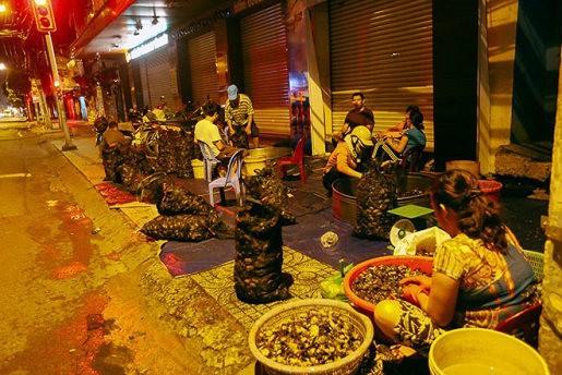 Những khu chợ chỉ bán một mặt hàng ở Việt Nam - Ảnh 7.